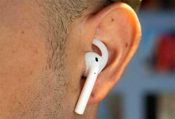 Как уберечь Эпл AirPods от выпадения из ушей.